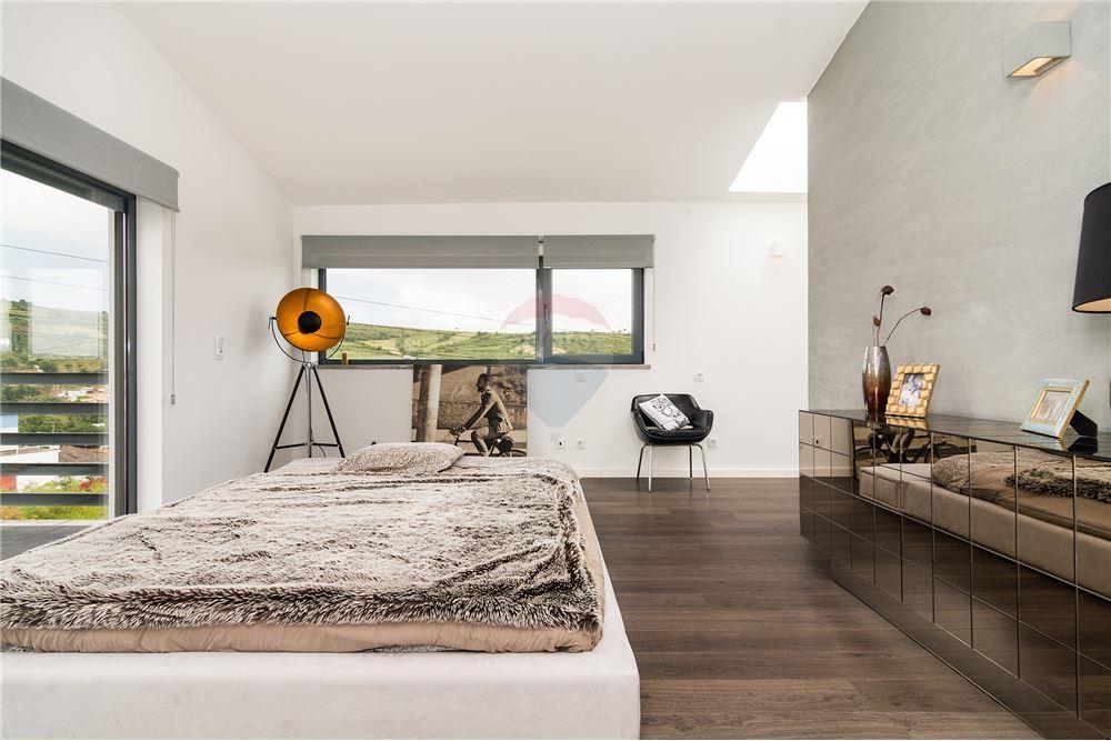 House - T3 - For Sale - São João das Lampas e Terrugem, Sintra - Ensuite - 120801387-1
