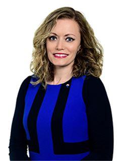 Associate - mag. Nina Kahne, univ. dipl. prav. - RE/MAX Commercial
